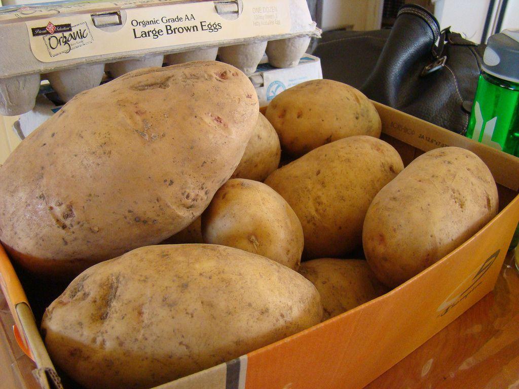 Можно применить массу идей - где и в чем хранить картошку в квартире.  Как хранить картошку в квартире Kak pravilno hranit kartofel v kvartire