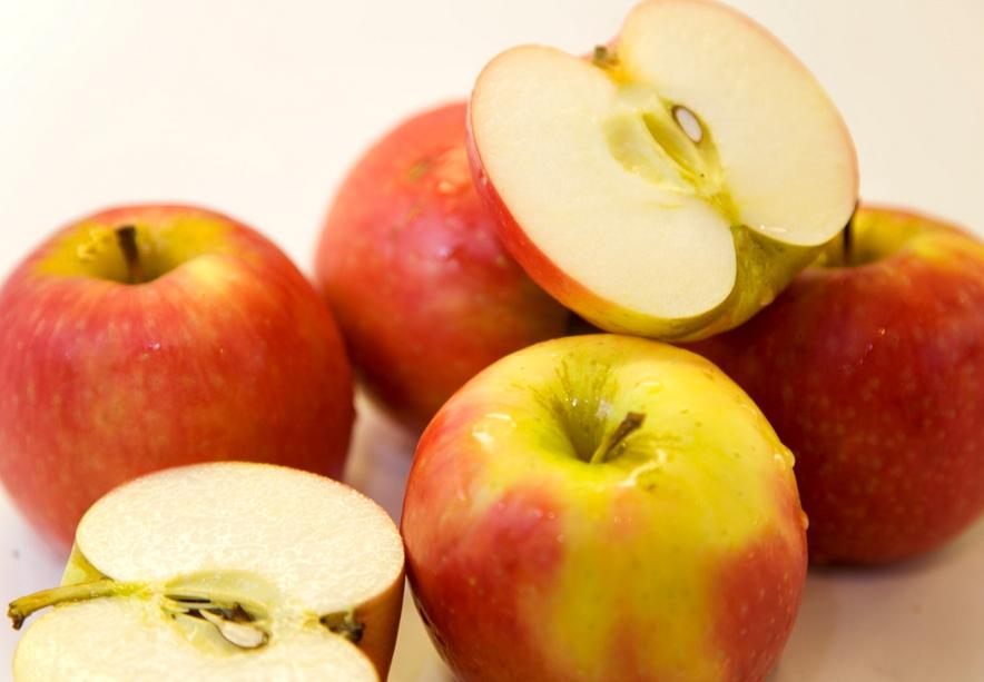 Почему при хранении чернеют яблоки